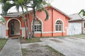 2627 W 69th Terr Hialeah, FL 33016