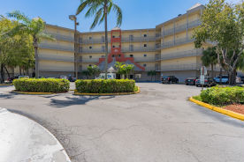 8290 Lake Dr Unit 331 Doral, FL 33166