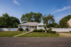 353 40th St Copiague, NY 11726
