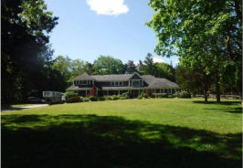 35 Chestnut Stump Rd Fort Salonga, NY 11768